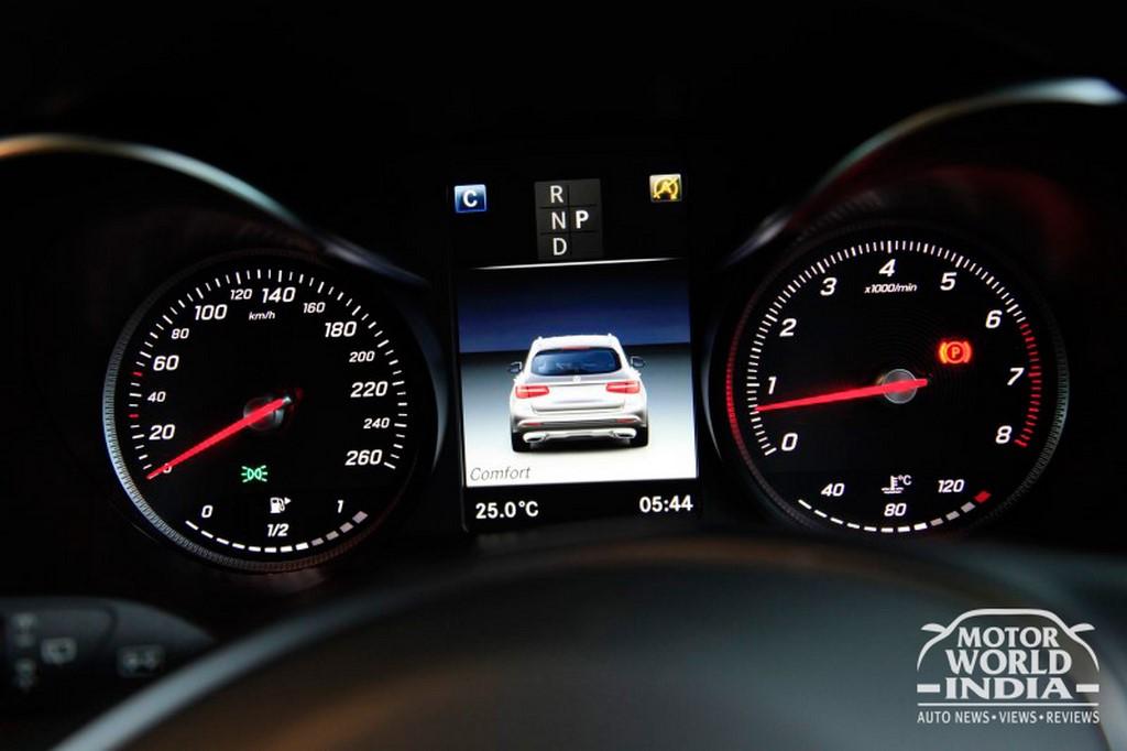 Mercedes-Benz-GLC-Interior-Instrument-Cluster (2)