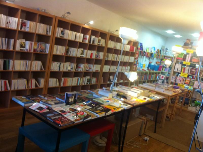 Table de la librairie Longtemps
