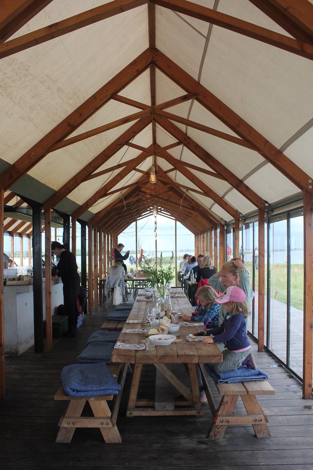 Vuurtoreneiland restaurant interior