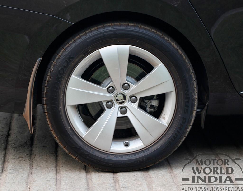 2016-Skoda-Superb-Alloy-Wheel