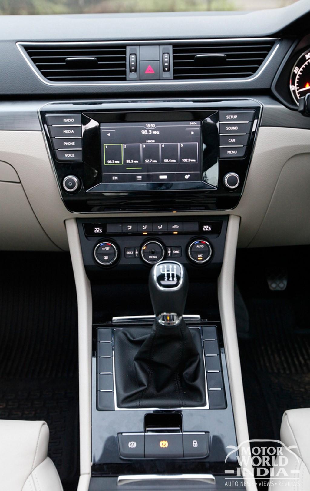2016-Skoda-Superb-Interior-Dashboard (3)