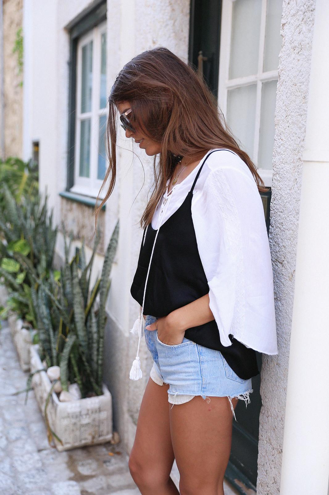Jessie Chanes Seams for a desire Lisboa Parfois Black Lace Top-16