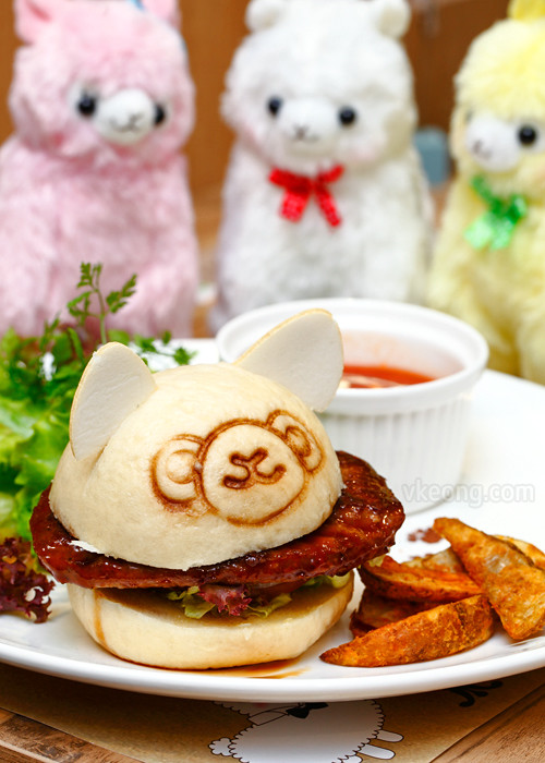 Alpacasso Cafe Beef Burger