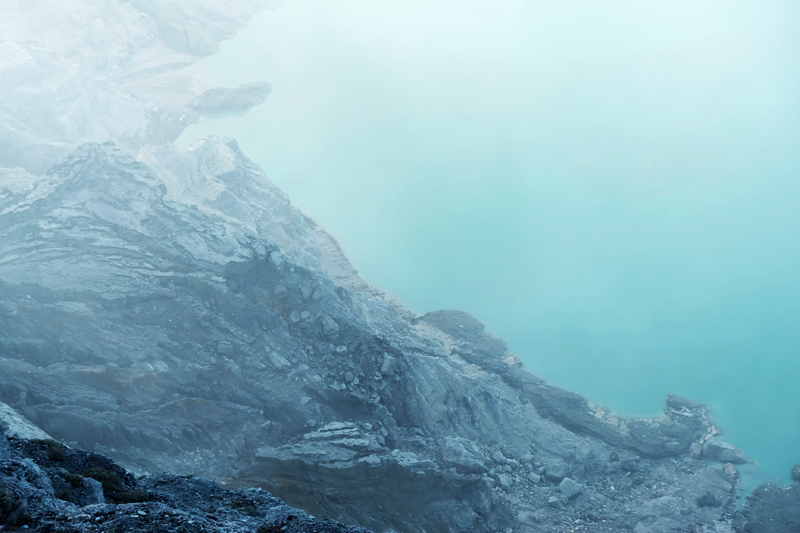 ijen sulphur lake