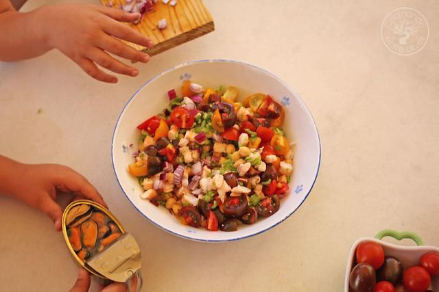 Picadillo de garbanzos con mariscos www.cocinandoentreolivos.com (18)
