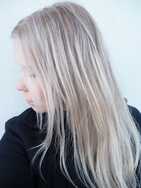 IcyBlondeP7129418,vaaleathiuksetraidatP712941122, blonde hair, blond hair, hiukset, hair, beauty, kauneus, hair styling, hiustenmuotoilu, salonki, kampaamo, raidat, vaaleat raidat, blonde higlights, babyhighlights, icy blonde hair, highlights, raidat, cold hair color, natural looking hair, tiny highlights, hairstylist visit, helsinki, finland, blond girl,