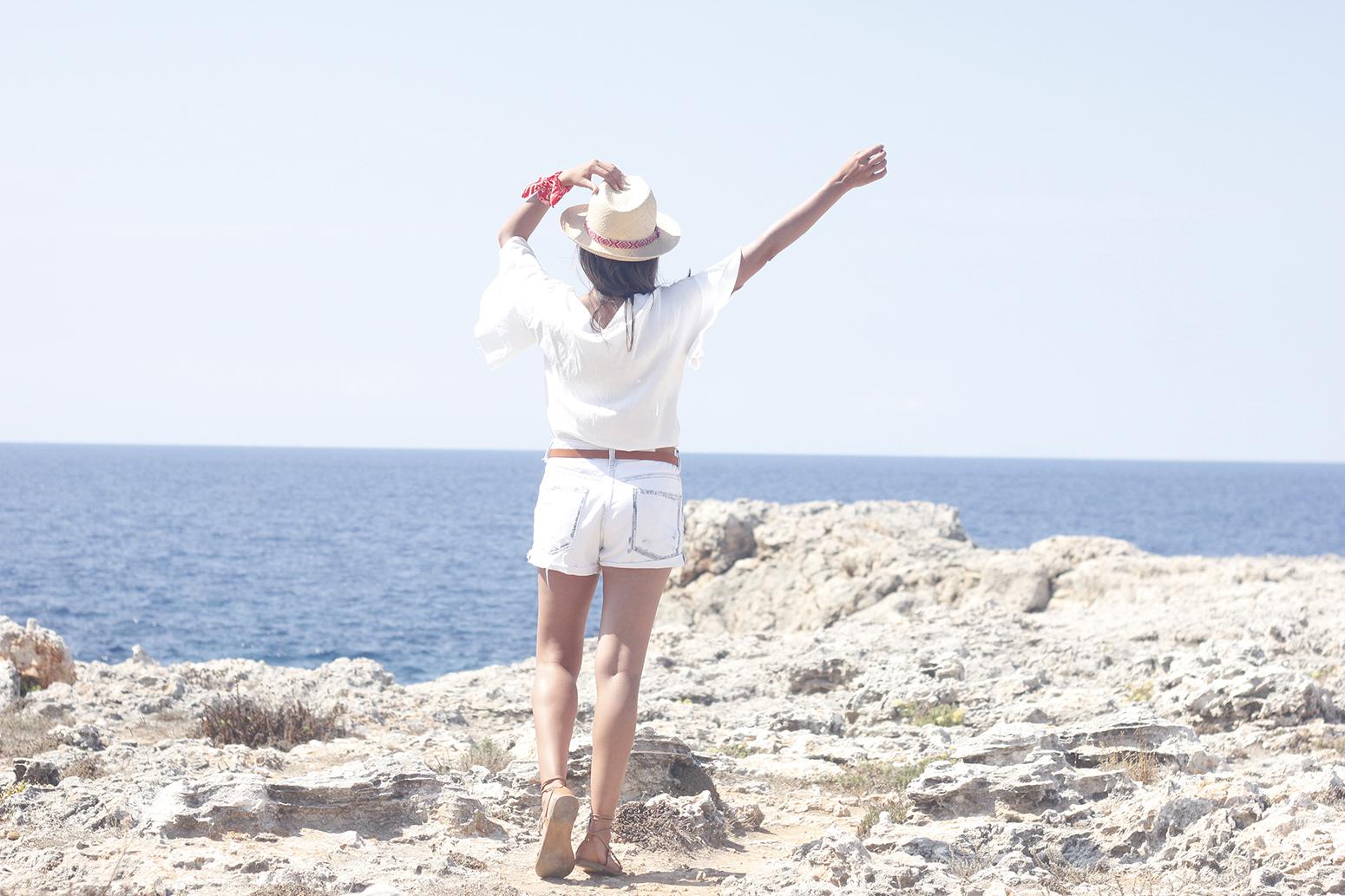 White Summer look bandana beach outfit06