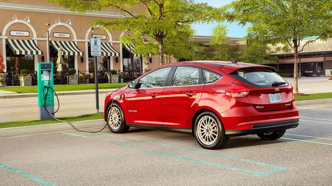 Ford-Focus-Electric-charging-750x422