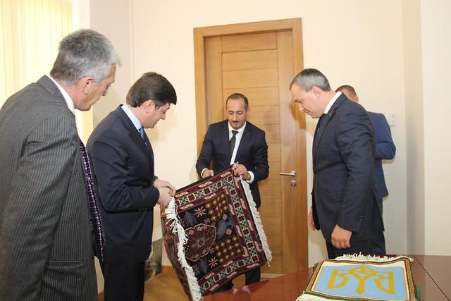 Муляренко привіз з Азербайджану килимок