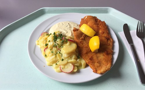 Breaded plaice filet with remoulade & potato radish salad / Panierte Scholle mit Remoulade & Kartoffel-Radieschensalat