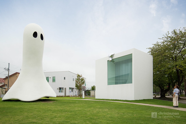 Ghost and Towada Art Center (十和田市現代美術館)