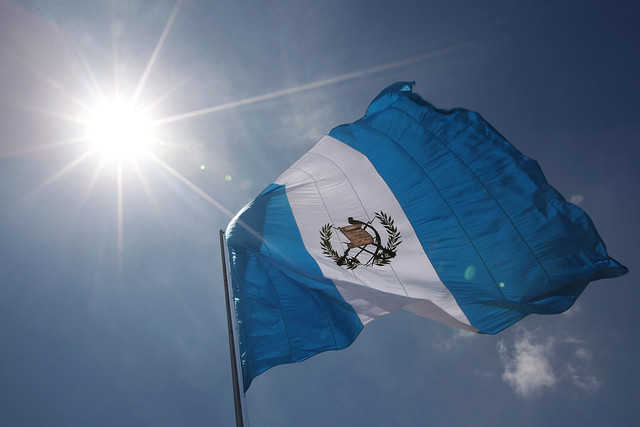 Autoridades de Gobierno rinden tributo a la Bandera Nacional en su día