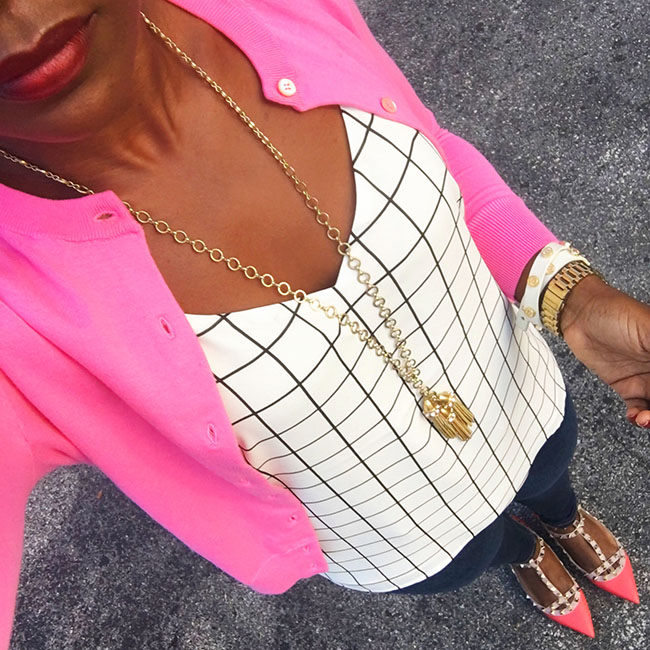 outfit-with-pink-cardigan-and-grid-top-streetstyle-valentino-rockstud-flats