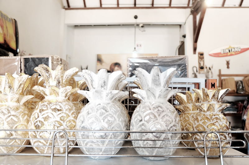 pineapple figurines gili