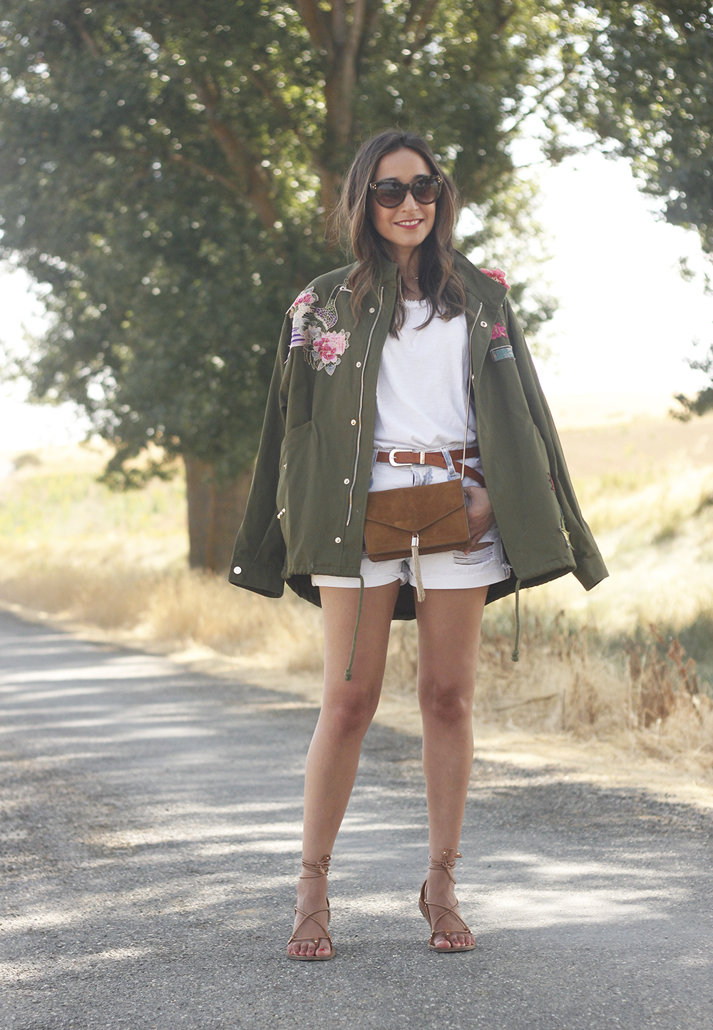 embroidered parka flat sandals massimo dutti white shorts summer outfit06