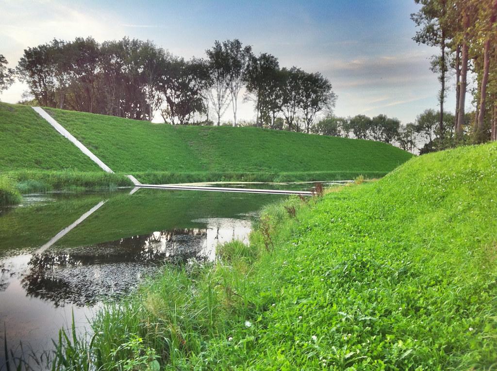 RO&AD Architecten - Moses Bridge - Photo 03 - 幾乎隱形的橋體.jpg