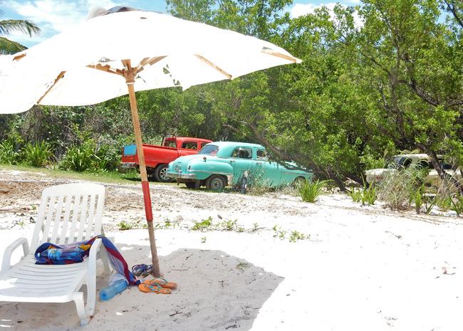 classic-cars-cuba-beach
