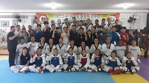 Foto Coletiva da Equipe Adulto e Master com Equipe Olímpica da Coreia do Sul