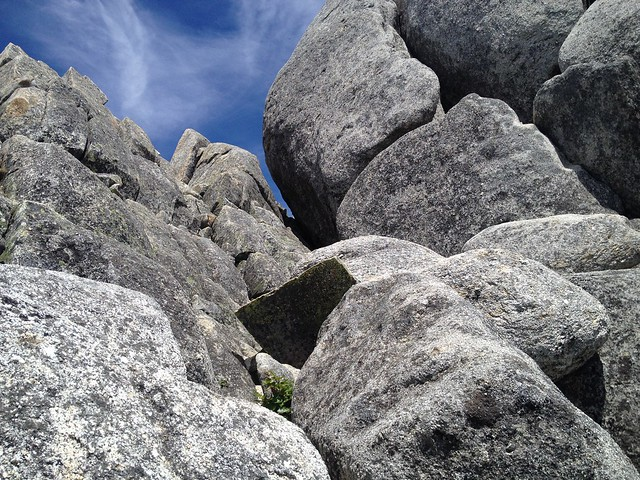 鳳凰山 地蔵岳 オベリスク 裏側への隙間