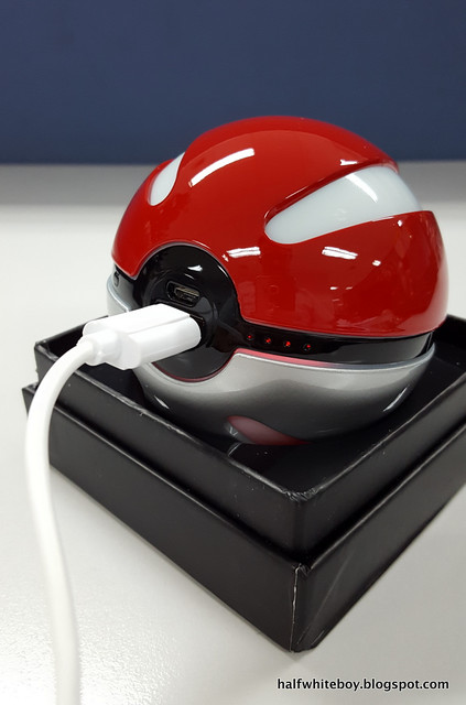 halfwhiteboy pokeball powerbank 04