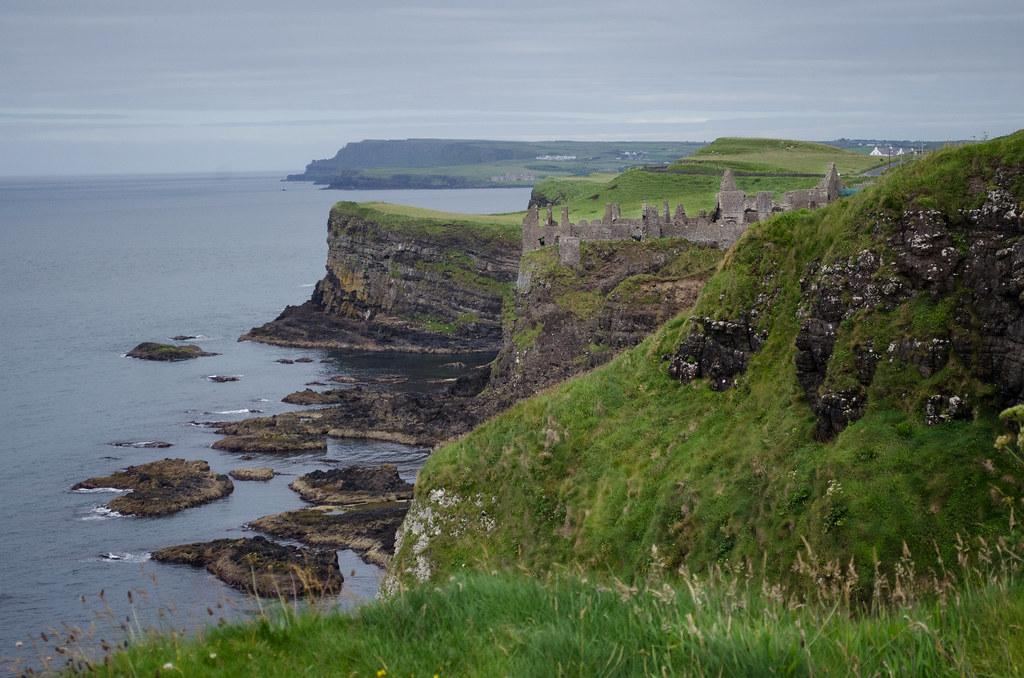 la côte à Dunluce castle. 28535213250_c2b79049e7_b