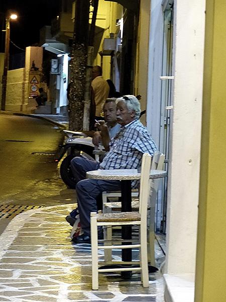deux messieurs la nuit à Naxos