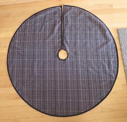 Iron Craft '16 Challenge #19 - Plaid Christmas Tree Skirt