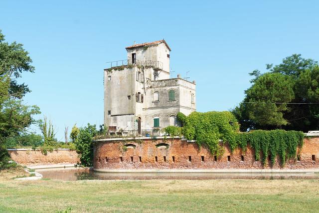 Haus mit Wassergraben