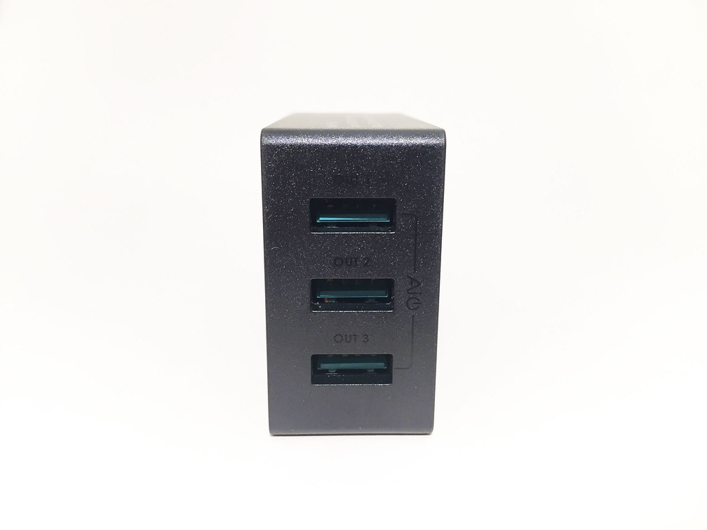 Chargeur AUKEY 3 USB PA-U35 face USB
