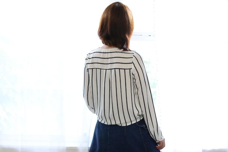 back-no-bulge-beauty-bra-striped-blouse-4