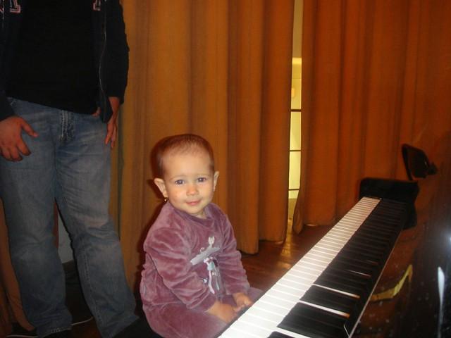 """""""Povesti muzicale la pian pentru oameni mici si mari"""" ed. a 4-a, 22 mai 2010"""