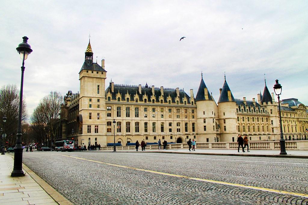 Visita à Conciergerie em Paris, a prisão de Marie Antoinette - Drawing Dreaming