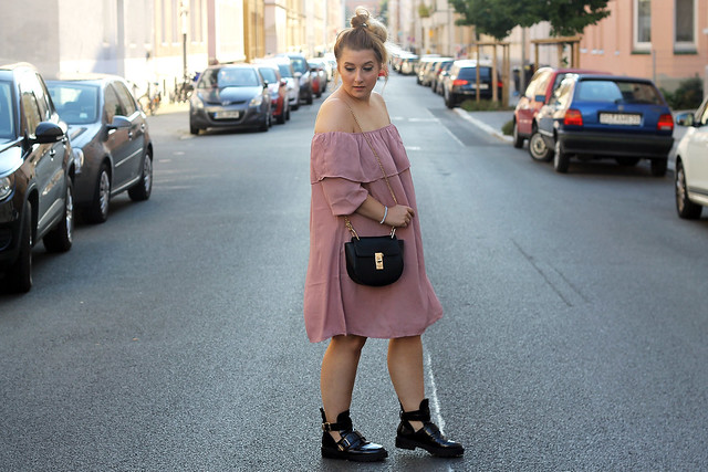 fashionpassionlove-gewinnspielwoche-outfit-look-style-offshoulder-kleid-balenciaga-lookalike-boots14