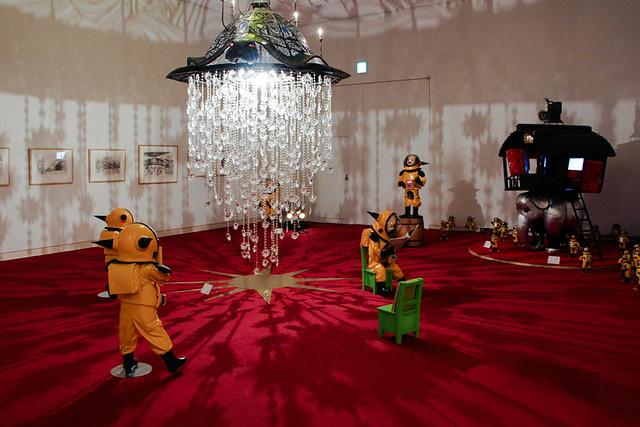 《ファンタスマゴリア》 ヤノベケンジの絵本『トらやんの大冒険』の世界を表現した作品。鉄に彫りが入っており、ライトが光ると、空間全体に物語の陰影が幻想的に投影される。彫刻自体も、絵本の中に出てくる亀の姿をしている。