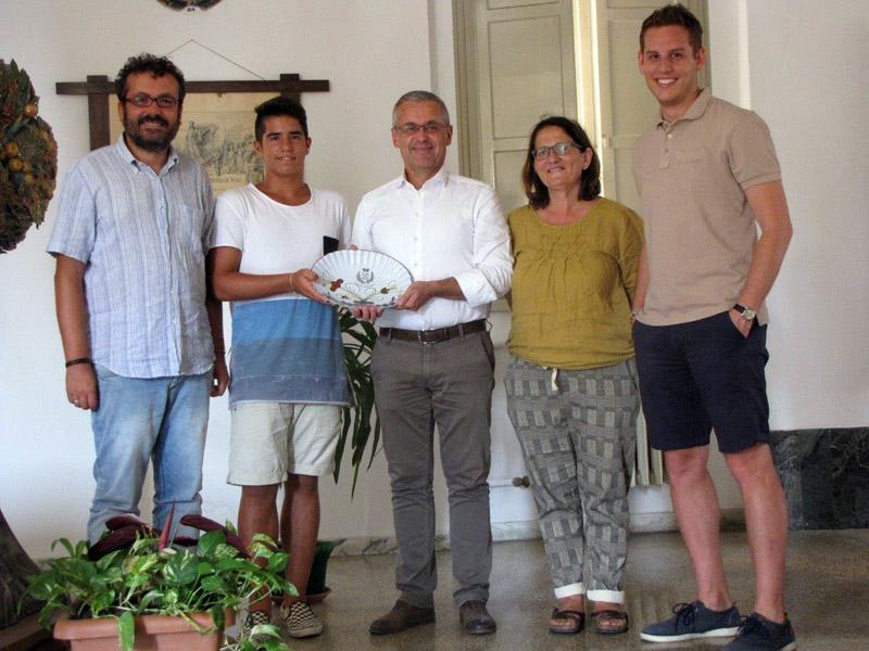 La giunta comunale castellana incontra il giovane campione di beach tennis: Mattia Taroni