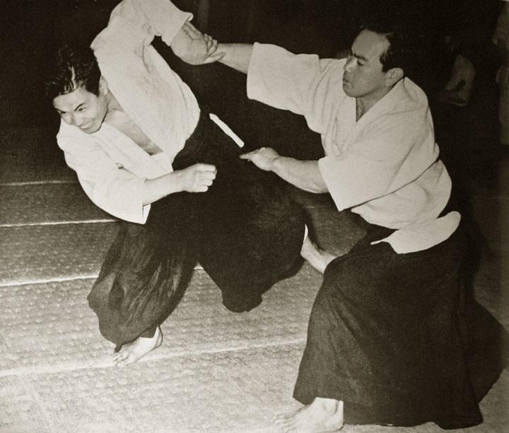 koichi-tohei-throwing-nobuyoshi-tamura-c1960