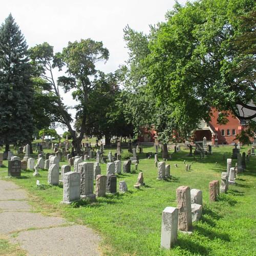 Looking north #toronto #kingstonroad #upperbeaches #cemetery #stjohnsnorwaycemetery