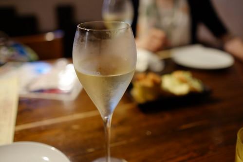 恵比寿alleeにて出版のお祝い スパークリングワインで乾杯