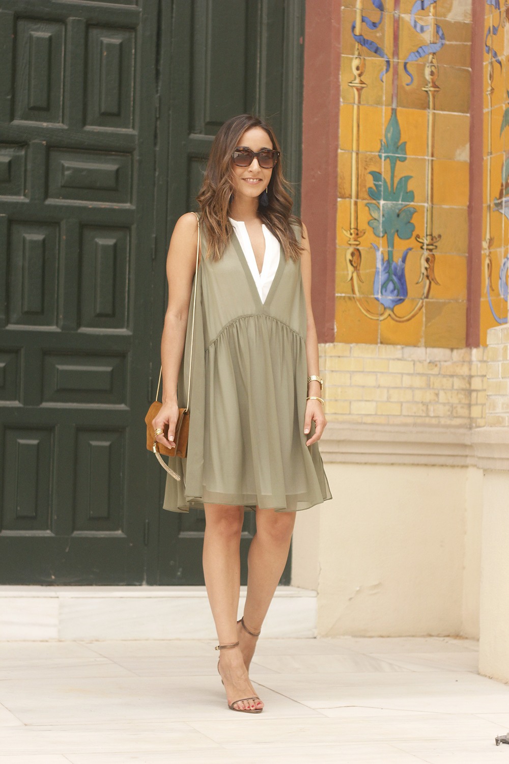Olive green maje dress bronze heels uterqüe bag Mango earrings summer outfit08