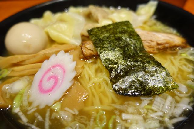 鶏塩雲呑麺アップ