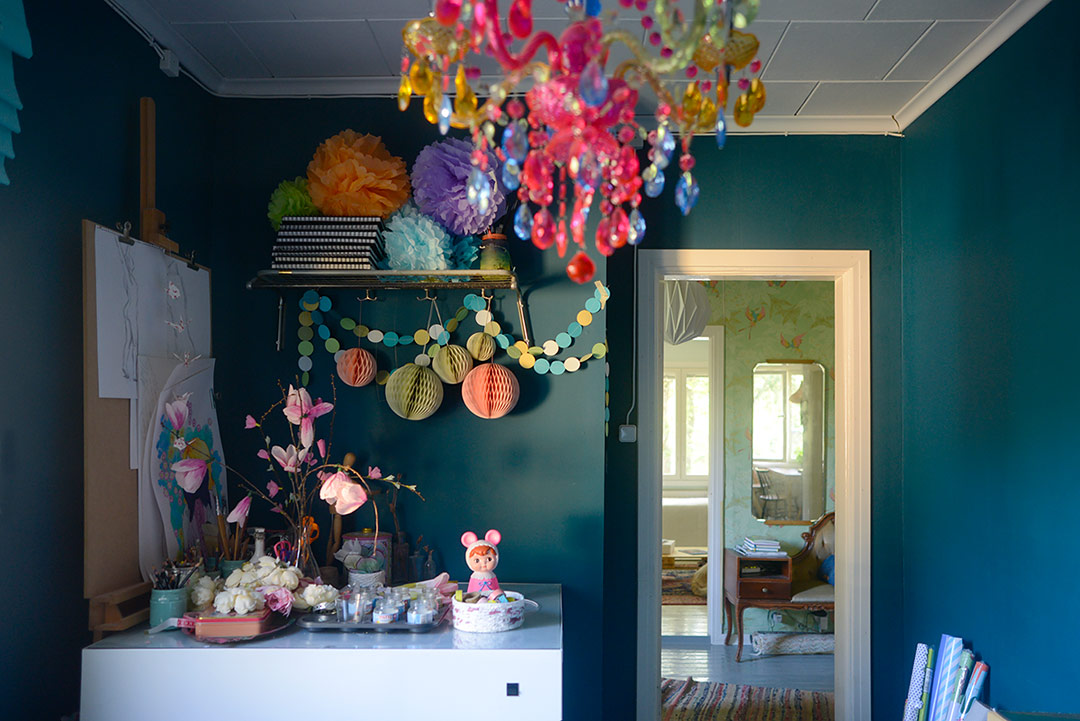 Petrol blue, pastels and kitsch in  the home office