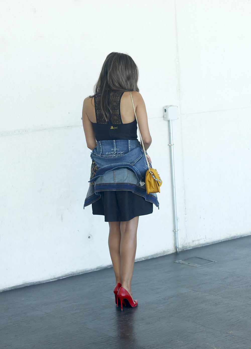 desigual black dress and denim jacket for fashion week madrid outfit fashion06