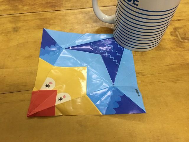 摺紙教程的色紙攤開的樣子