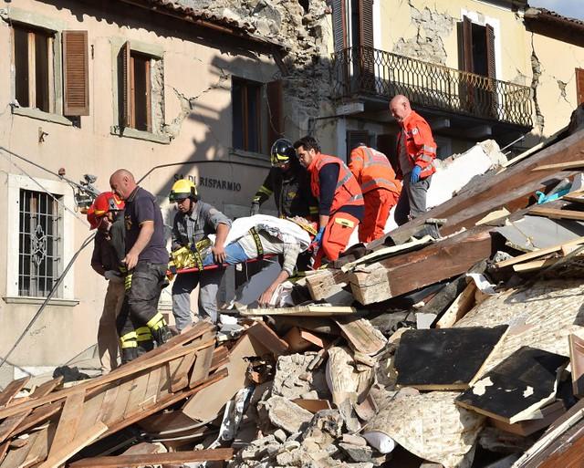 Al menos 120 muertos y numerosos desaparecidos por sismo en Italia