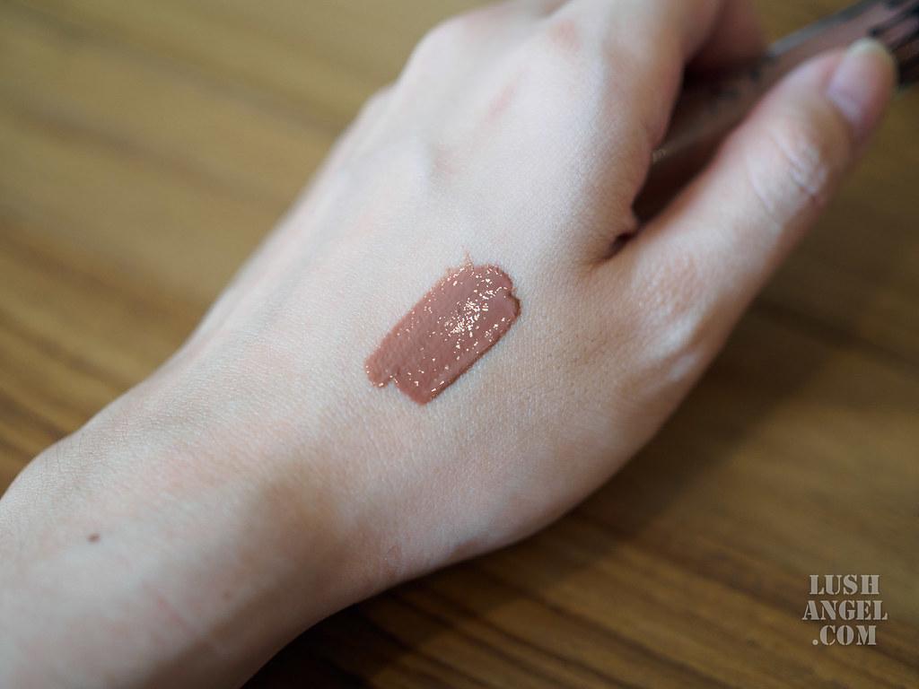 kylie-lip-gloss-like-swatch