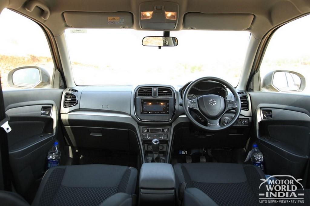 Maruti-Vitara-Brezza-Interior-Dashboard (2)