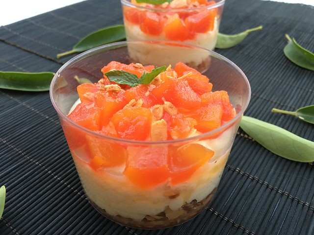 Mousse de mascarpone con chocolate y papaya confitada