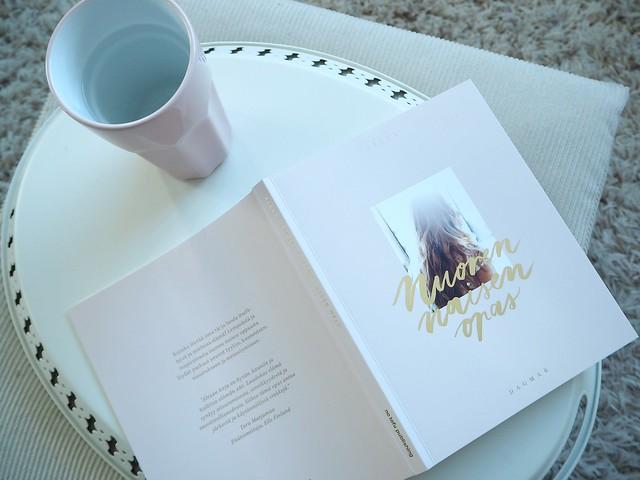 AlexaDagmarNuorenNaisenOpasKirjaP8174493,AlexaDagmarKirjaNuorenNaisenOpasP8174529,NuorennaisenopaskirjaalexadagmarP8174545, alexa dagmar, blogger, bloggaaja, kirja, book, nuoren naisen opas, a young woman's guide, fashion, lifestyle, muoti, blogi, oma tie, own way, opas, guide, book, inspiration, inspiration, book tips, kirja vinkit, pink pastel color book, vaalean pinkki kirja, pink candle, alexa dagmar nuoren naisen opas, pink cup, vaaleanpunainen muki, arvio, kokemus, review, experience,