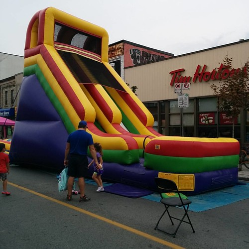 Bouncy castle #toronto #bloorstreetwest #bloorcourt #bloorcourtfestival #bouncycastle #bouncy #castle