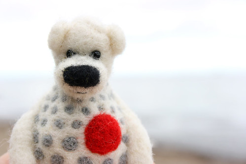 felted bear brooch | by gabrielefelt